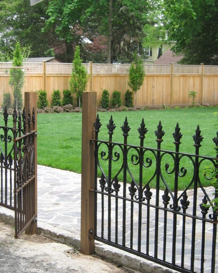 chain link fence d