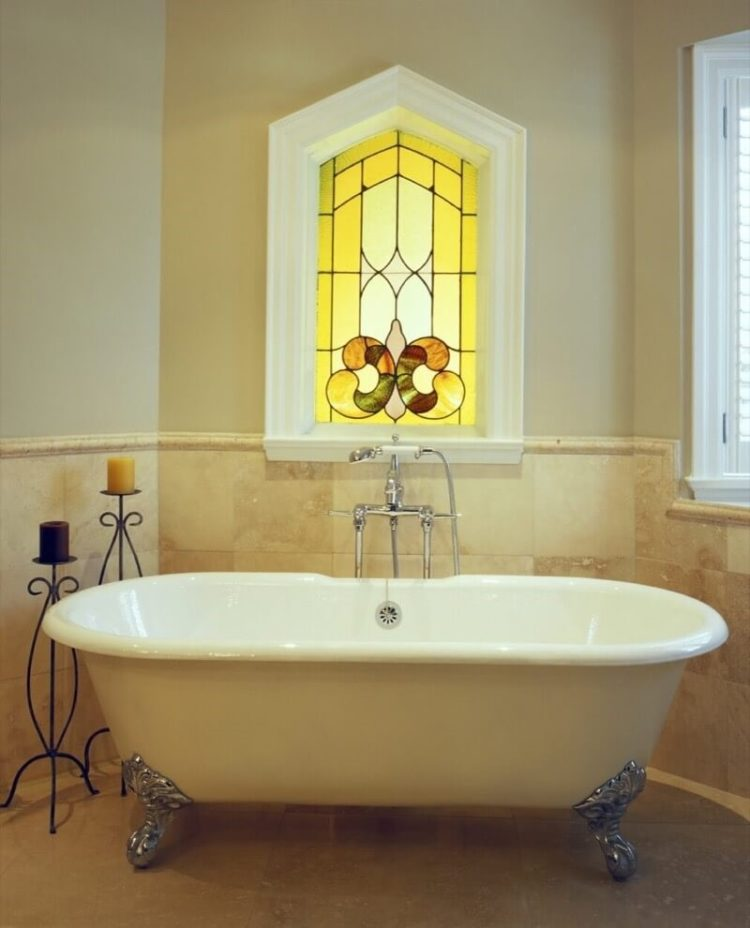 clawfoot tub with faucet