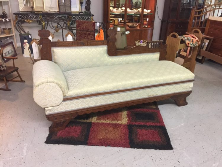 outdoor fainting couch