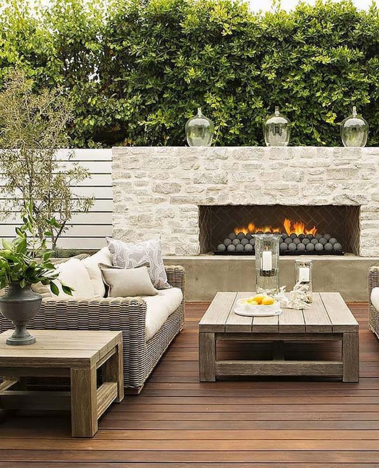 outdoor fireplace pit
