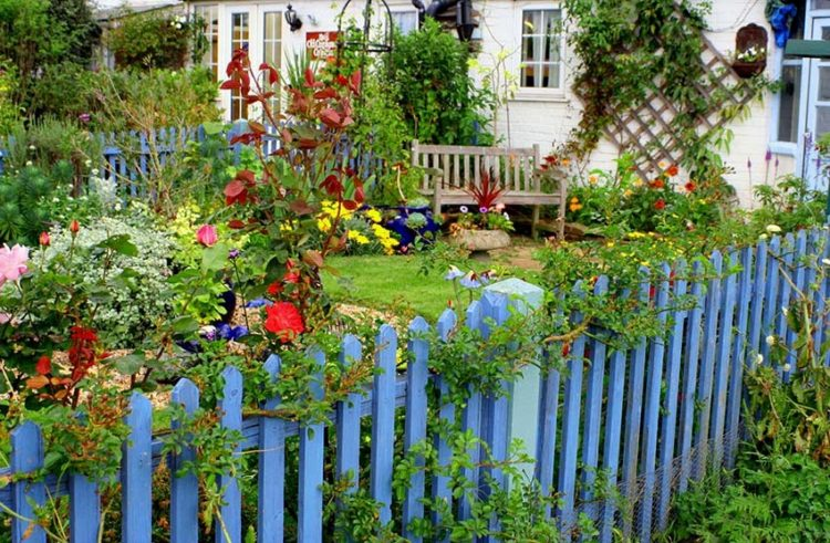 picket fence with gate