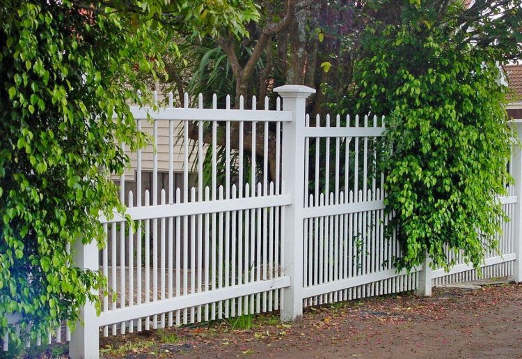 white picket fence height