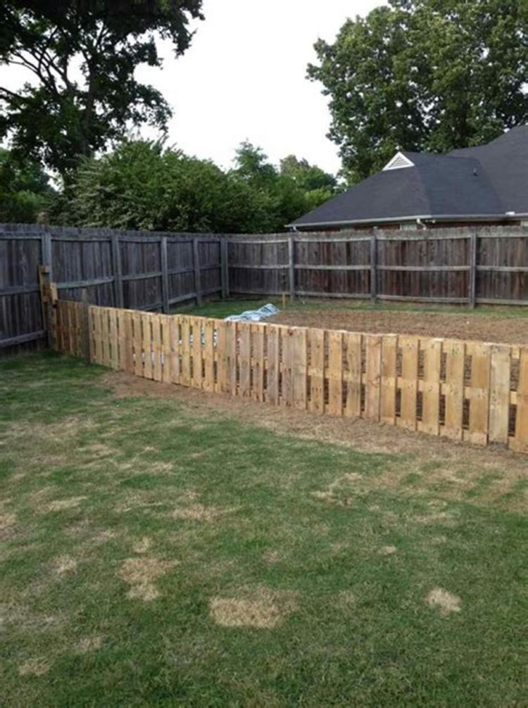 picket fence using pallets