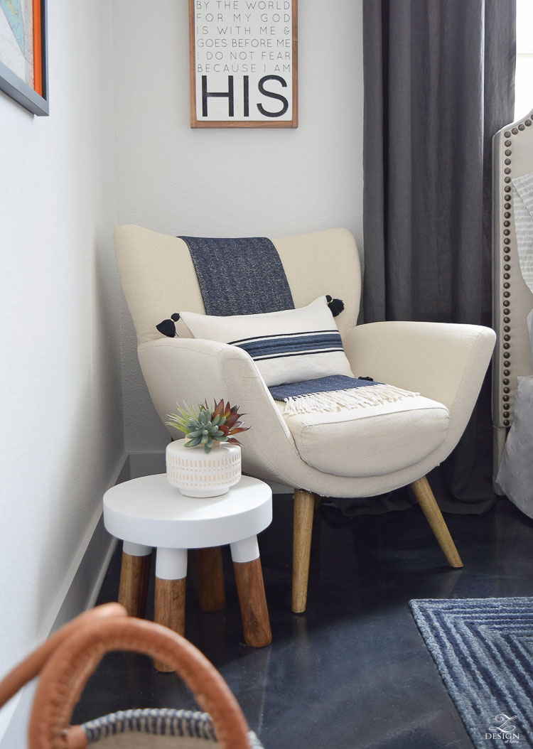 reading chair with head support