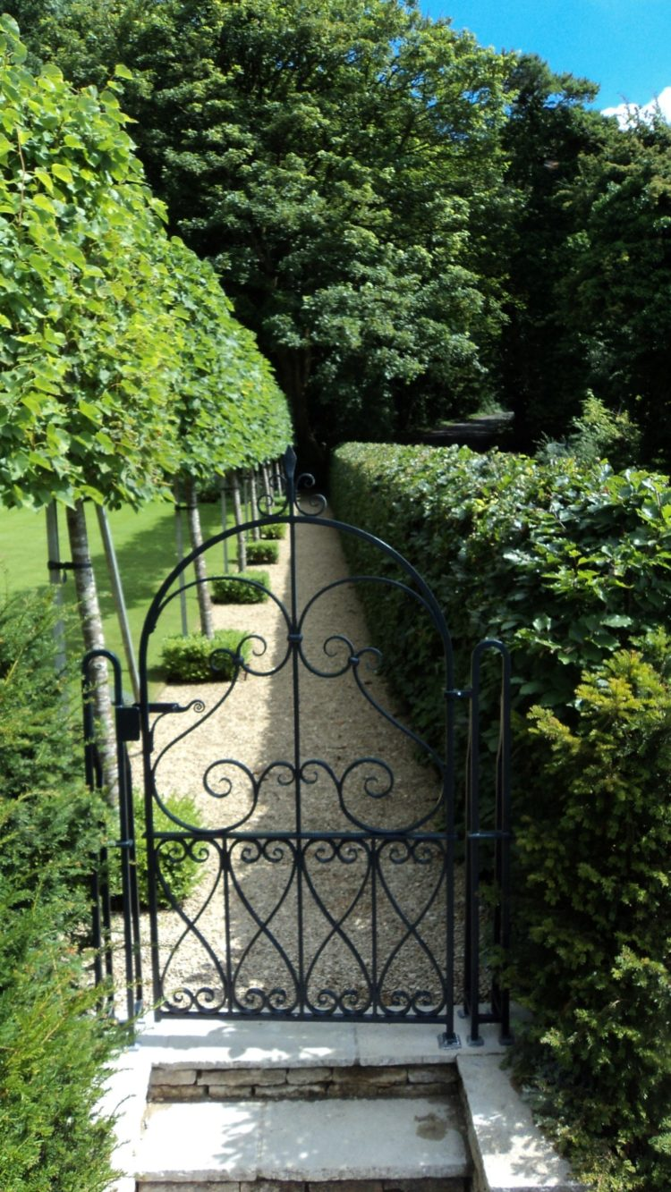 wrought iron fence builders