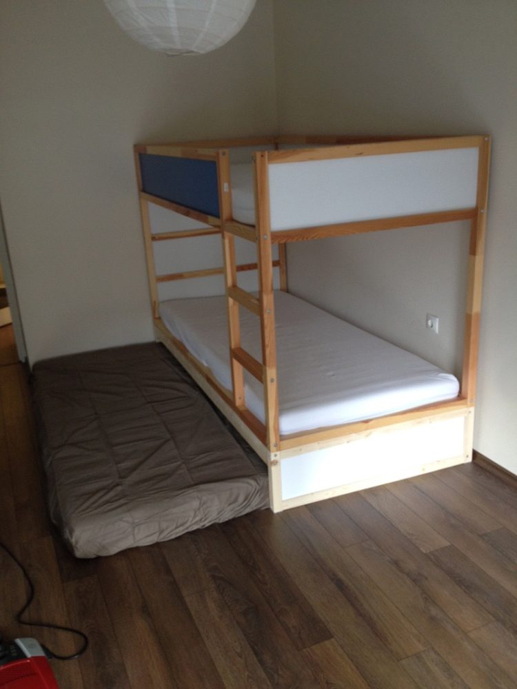 trundle bed and mattress