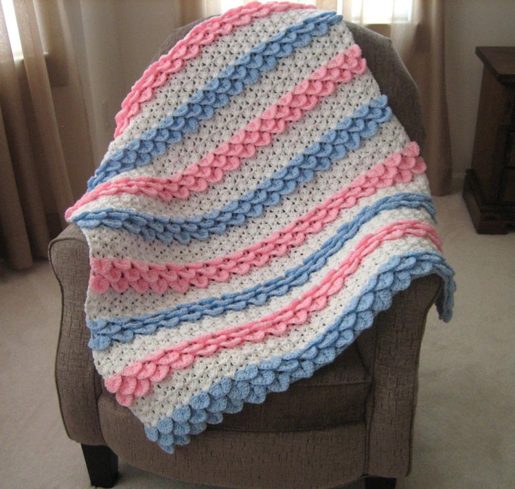 crochet baby blanket from the middle