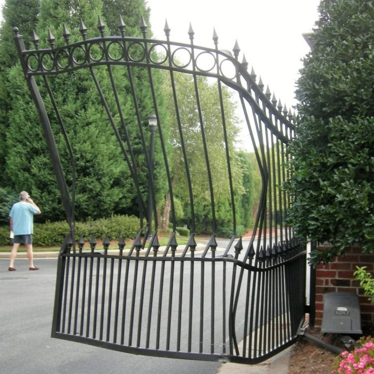 driveway gates for dogs