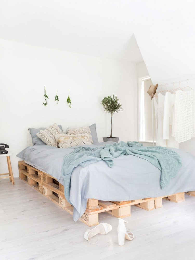 pallet bed couch