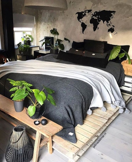 pallet bed with legs