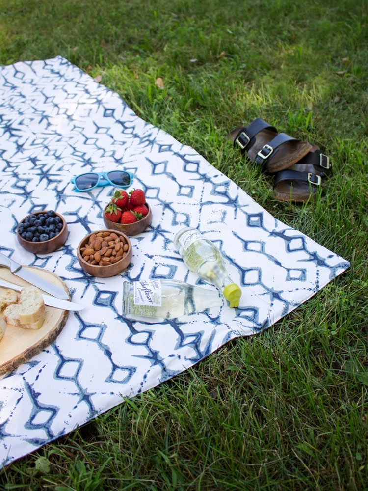 picnic blanket quillow