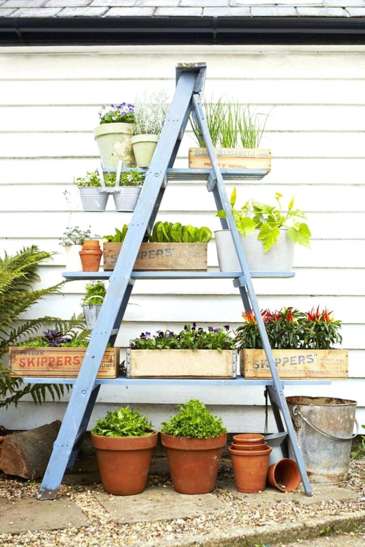 plant stand made from pallets
