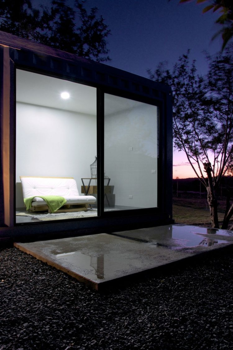 shipping container inside dimensions
