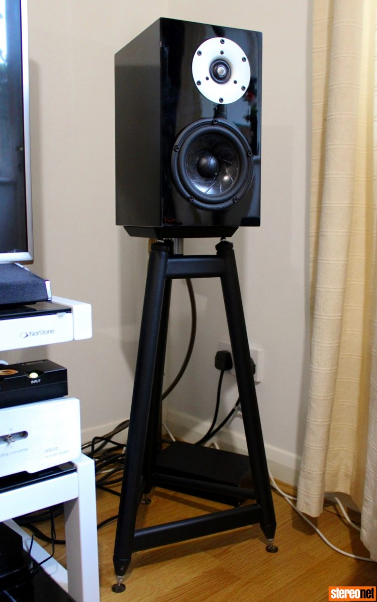 speaker stands large top plate