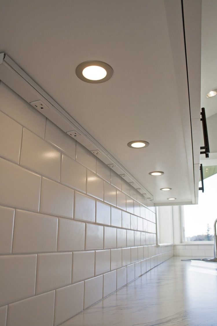 under cabinet led lighting placement