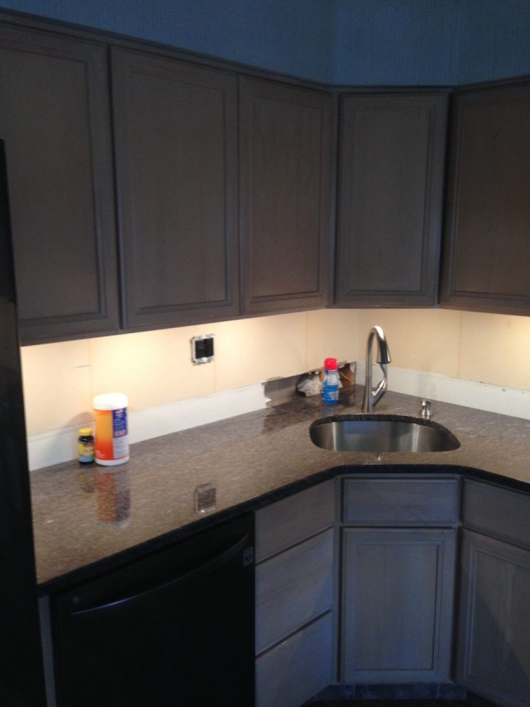 under cabinet led lighting battery operated